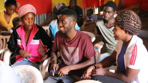 Finlands flyktinghjälps läskunnighetskurs i Kampala