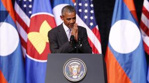 USA:s president BaracObama hotade att skärpa sanktionerna mot Nordkorea under sitt pågående besök i Laos huvudstad Vientiane