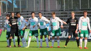 IFK Mariehamn försöker hålla tätt bakåt.