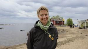 Känkraftsmotståndare Elisabeth Holmström från Sverige på besök på Hanhikivi