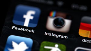 Facebook och Instagram i en iPhone