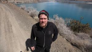 Iskanderkul-järvi Tadžikistanissa 2200 m korkeudessa