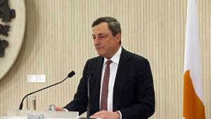 ECB:s chefdirektör Mario Draghi under ett tvådagars möte på Cypern