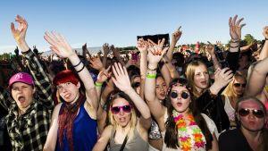 Publiken hurrar under Cheeks uppträdande under Ruisrock 2014.