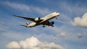 Airbus nya A350 kommer in för landning