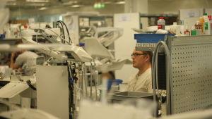 Inomhusbild från Planmecas fabrik i Hertonäs i Helsingfors.