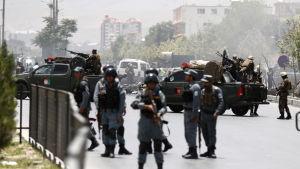 Afghanska säkerhetsstyrkor utanför parlamnetet efter attack