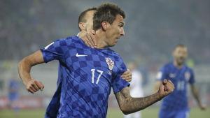 Mario Mandzukic firar ett mål för Kroatiens landslag.