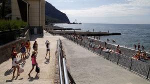 Strandpromenad nära Jalta på Krim.