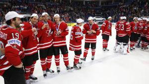 En kvintett regerande världsmästare finns med i Kanadas VM-lag i år.