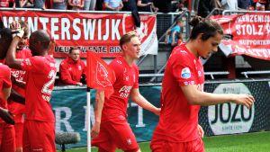 Fredrik Jensen och Enes Ünal firar ett av FC Twentes mål mot Groningen.