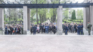 Publik vid Sandudds begravningsplats den 25 maj 2017.