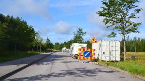 Fordonen som bygger centralköket i Borgå har spridit ut sig på Harabackagatan.