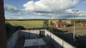 Inhägnad tomt på flyktingförvaret i Konnunsuo.