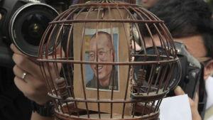 En bild på fredspristagaren Liu Xiaobo i en bur.