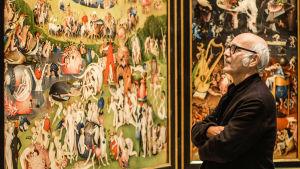 Ludovico Einaudi katsoo Hieronymus Boschin teosta Maallisten ilojen puutarha