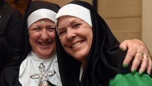 Kvinnor nunnor firar St.Patricks Day i Australiens huvudstad Sydney.