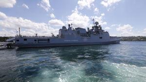 Det nya örlogsfartyget Amiral Grigorovitj hör till de fartyg som deltar i en pågående flöttövning på Svarta havet som oroar omvärlden