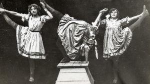 Kolme akrobaattityttöä