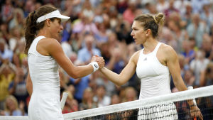 Johanna Konta och Simona Halep på Wimbledongräset.
