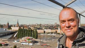 Thomas G:son som har haft över 40 bidrag till Melodifestivalen och skrev Euphoria för Loreen.