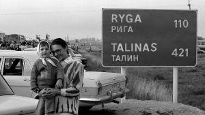 Folk vid människokedjan i Litauen 23 augusti 1989.