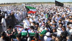 En del av de tusentals personer som deltog i begravningen av dödsoffren från terrordådet i en moské den 26 juni.