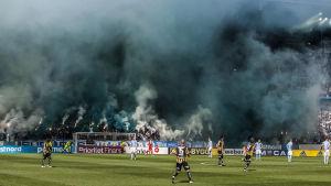 Pyroteknik stör finalen i den svenska cupen.