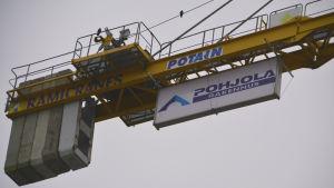 Lyftkran från bolaget Pohjolan rakenne