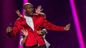Boris René tävlar i finalen i Melodifestivalen 2017.