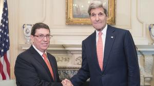 Utrikesministrarna John Kerry och  Bruno Rodriguez