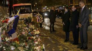 President Barack Obama hedrar minnet av offren i Paris