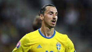Zlatan Ibrahimovic missnöjd efter matchen mot Belgien.