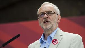 Corbyn håller tal dagen innan den brittiska EU-omröstningen den 23 juni 2016.