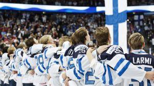 Finlands spelare sjunger nationalsången, JVM 2016.
