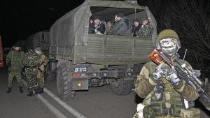 Ukrainska fångar väntar på att bli utväxlade mot proryska separatister 26.12.2014 i Donetsk.