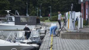 Båtbränslestationen vid Ingå småbåtshamn.