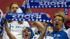 Finländska volleybollsupportrar får styra mot Polen igen.