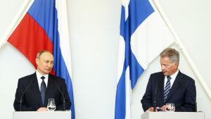 Vladimir Putin och Sauli Niinistö på en presskonferens i Nyslott 27.7.2017