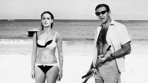 Sean Connery och Claudine Augersom i Åskbollen (1965), den fjärde filmen om James Bond.