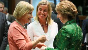 Vesna Pusic, Kroatiens utrikesminister, Federica Mogherini, Italiens utrikesminister och Catherine Ashton, EU:s utrikesminister inför mötet på tisdagen.
