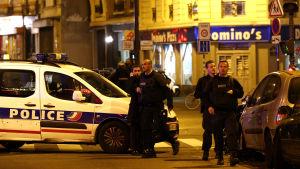 Tiotals dödad i bombexplosioner i Paris