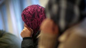 Två syriska kvinnliga flyktingar.