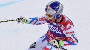 Alexis Pinturault firar en seger i världscupen.