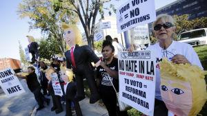 Mexikaner demonstrerade mot Donald Trump.