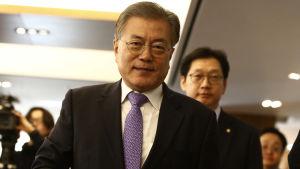 Oppositionsledaren, den vänsterorienterade Moon Jae-In förutspås bli Sydkoreas följande president