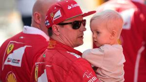 Räikkönen med sonen Robin.