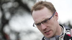 Jari-Matti Latvala ser sammanbiten ut.