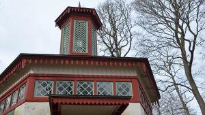 träskända gård, tsarens latrin