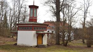träskända gård, tsarens latrin 20.3.2015